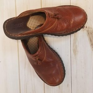 BORN slip on brown leather clogs size 7/38